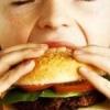 Майже всі діти страждають від ожиріння, якщо живуть недалеко від закладу фаст-фуду